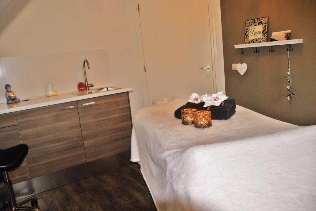 Rustgevend ingerichte behandelkamer Massagepraktijk Nijverdal